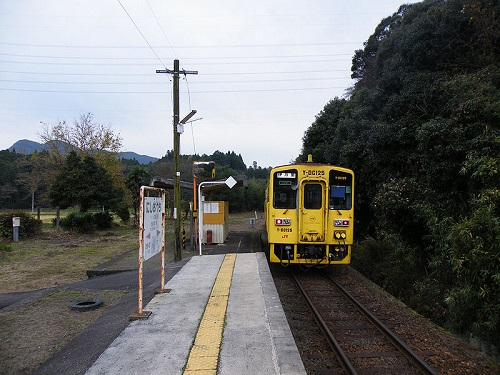 800px-JRKyushu_NishiOuchi_Station_1.jpg