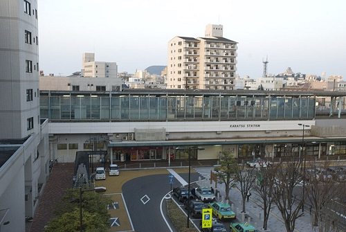 800px-Karatsu_Station_South_Gate_4.jpg