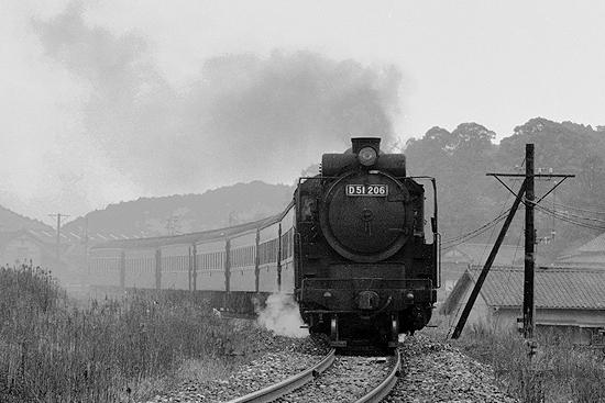744列車