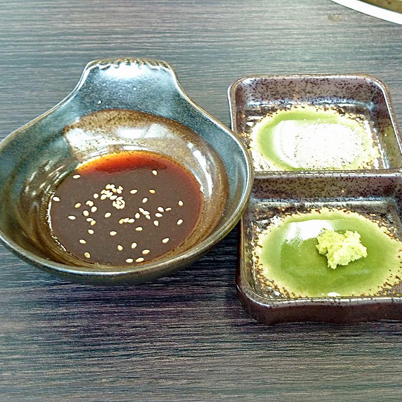 タレ(焼肉のたれ、塩、ワサビ)