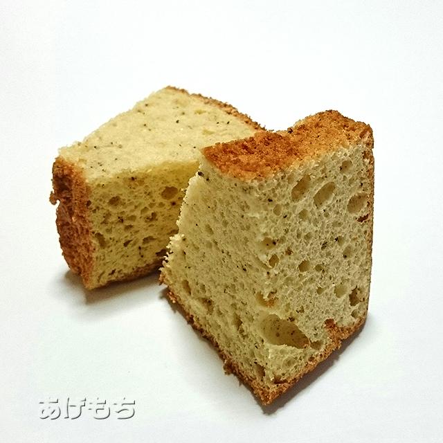 チーズと黒胡椒のシフォンケーキ
