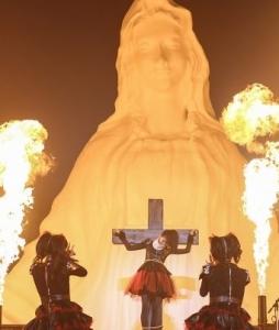 聖母マリアと十字架