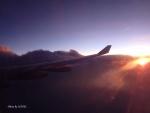 太平洋から上る朝日を浴びて 2014/4/15 SB800便(ヌメア-成田)