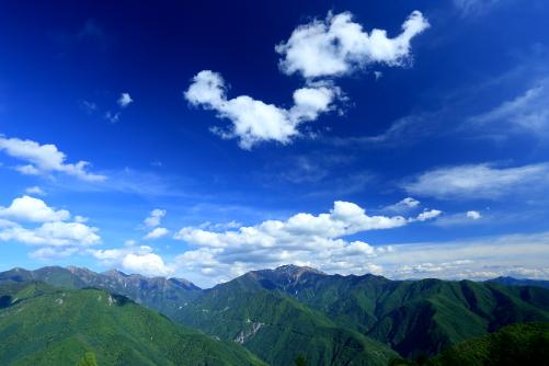 アニマル雲出現する仙丈ヶ岳の上空