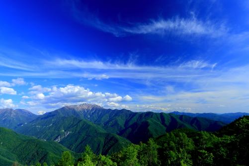 絹雲湧きあがる仙丈ヶ岳