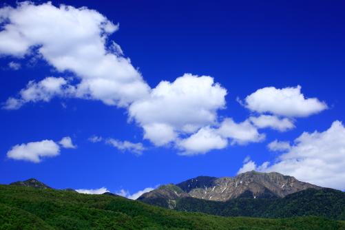 綿雲浮かぶ仙丈ヶ岳