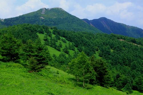 左の篭ノ登山、右の水ノ塔山