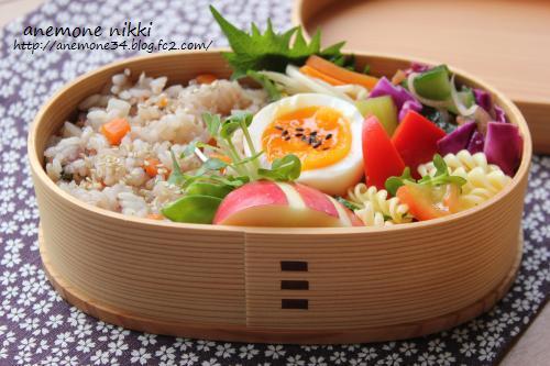 黒米入りカニ飯弁当1