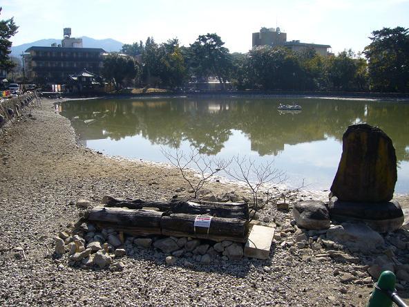 2014年お水取り_猿沢池