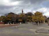 かわら美術館の前の小山にある観音像