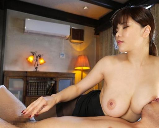 巨乳でむっちりなグラマーお姉さんが生足で卑猥な淫語足コキの脚フェチDVD画像2