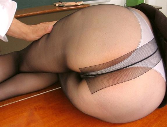 熟女が熟れて匂い立つパンストからマン汁垂らしながら着衣SEXの脚フェチDVD画像2