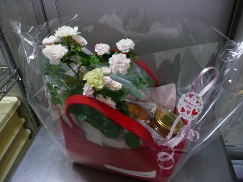 お花とお菓子のギフト①