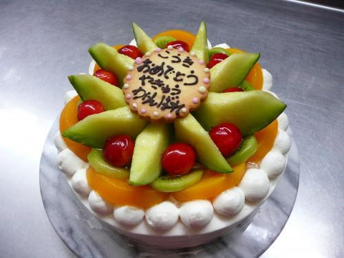 フルーツいっぱいの夏のバースデーケーキ