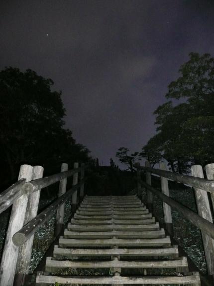 日出ヶ岳への階段