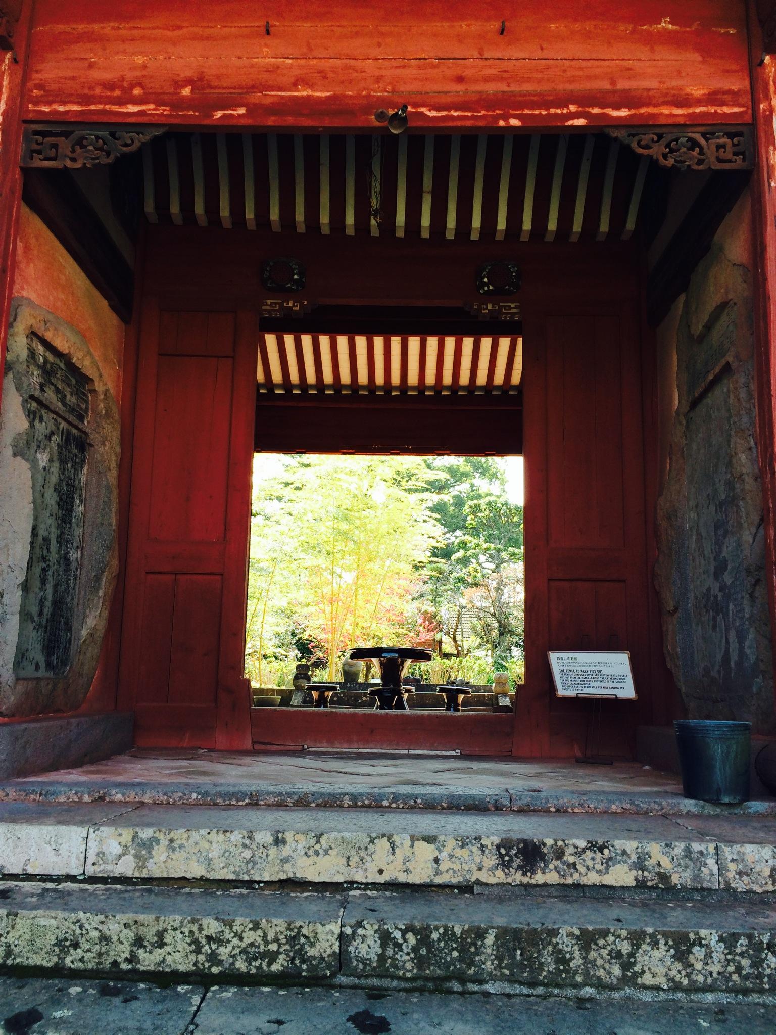 興福寺のお庭の門