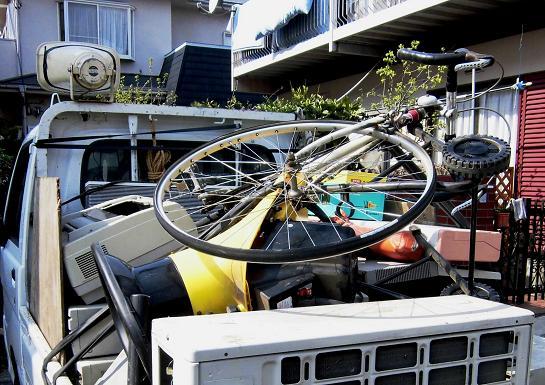 1 14.4.9ブログ用スポーツ用自転車破棄回収 (1)
