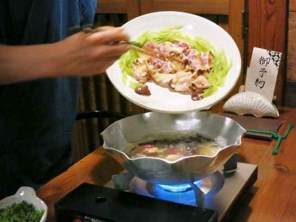 14-4-23 7鍋 肉いれ