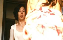 突然、失踪中の奈緒子が現れて驚く母