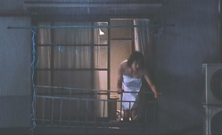 ボロいアパートで体がよろける