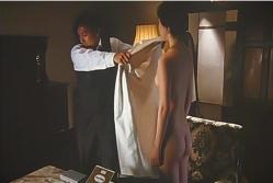 タケルはバスローブを取るが