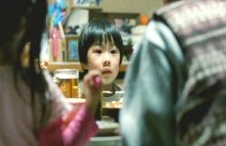 斎木家の今日の献立は餃子。賑やかな食卓に驚いている慶多。