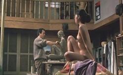 全裸で彫刻のモデルをしているマリ子