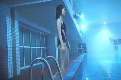 またプールにいるレナ