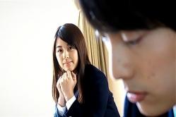授業中、ユキテルを見つめるユノ