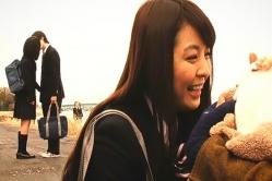 ユノが犬に夢中な隙にキスしている二人