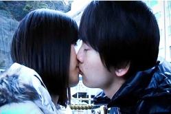ユノがよそ見している間にキス