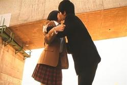 レナにキスしているユキテル