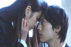ユキテルに額をくっつけているユノ
