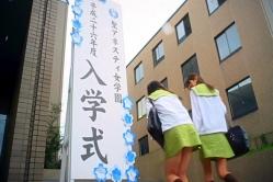 (ナレーション)桜舞う入学初日