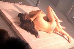 全裸で木嶋とキスシーン