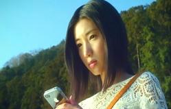 ケータイの中の写真データを見る幸子