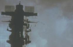 大和の近くを飛ぶ特攻機