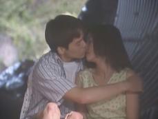 百合花にキスする雅彦