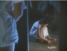 百合花が一万円札を燃やしていた