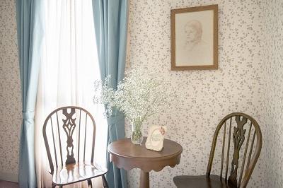 赤毛のアンの部屋窓際のテーブル