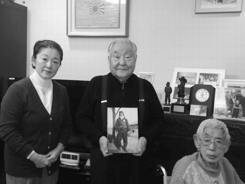 山本氏(中央)と筆者(左)