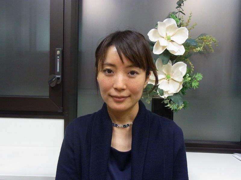 写真1 正面寺脇加恵さんRIMG72748