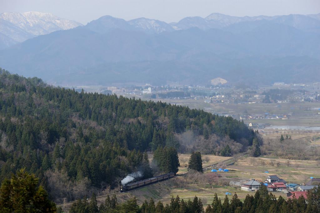 磐越西線 C57180 蛇崩山・県道俯瞰