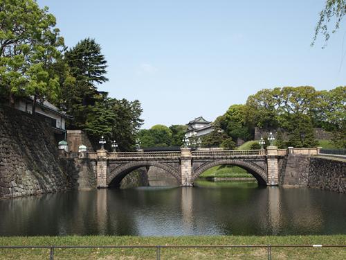 皇居二重橋   正面が鉄橋で、その向こう側が二重橋