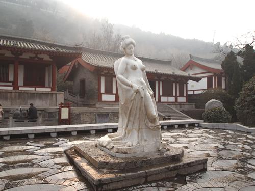 華清地にある楊貴妃の像