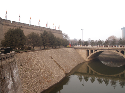 西安城壁堀に囲まれた城壁 周囲は14㎞もあります。