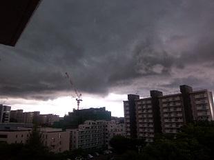 たちこめる暗雲2