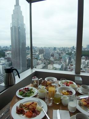 眺めのいい朝食