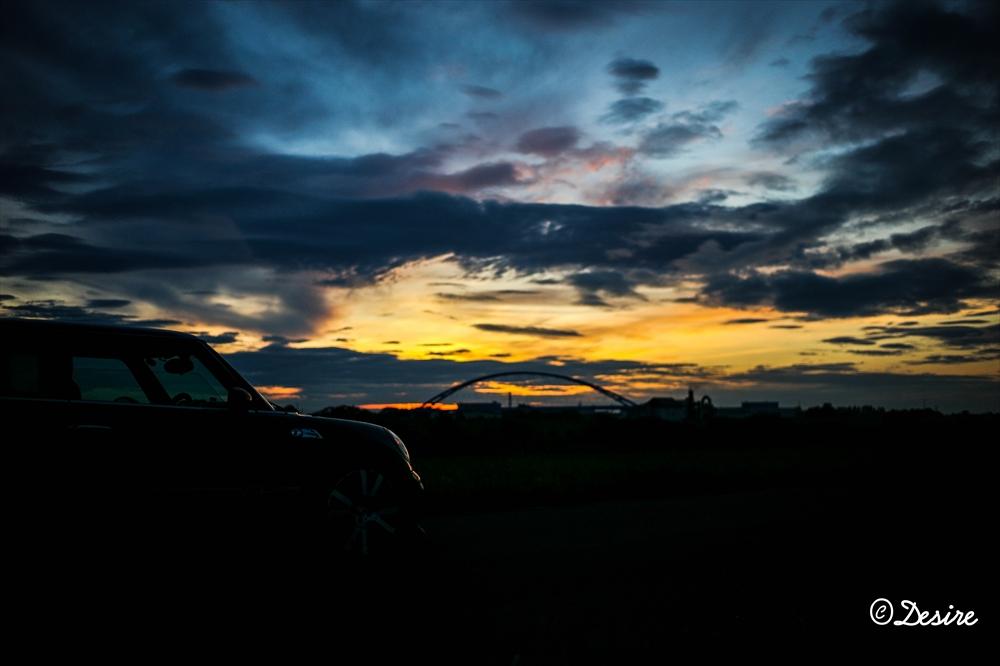 愛車と夕日