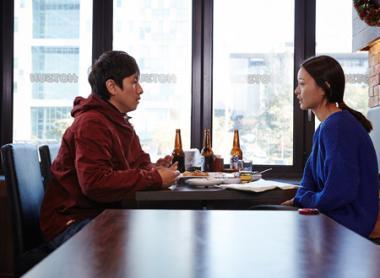 ホン・サンス 『ソニはご機嫌ななめ』 ソニは元彼と出会って酒を酌み交わす。